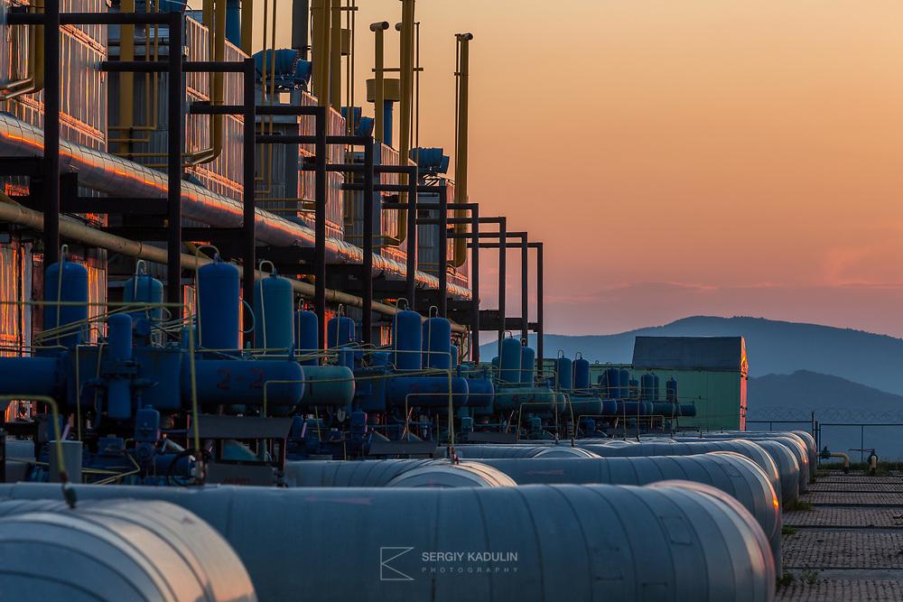 """Промышленная и индустриальная фотосъемка. Комплексная фотосъемка для компаний группы НАК """"Нафтогаз"""". Вечерняя съемка, ГКС в Карпатах."""