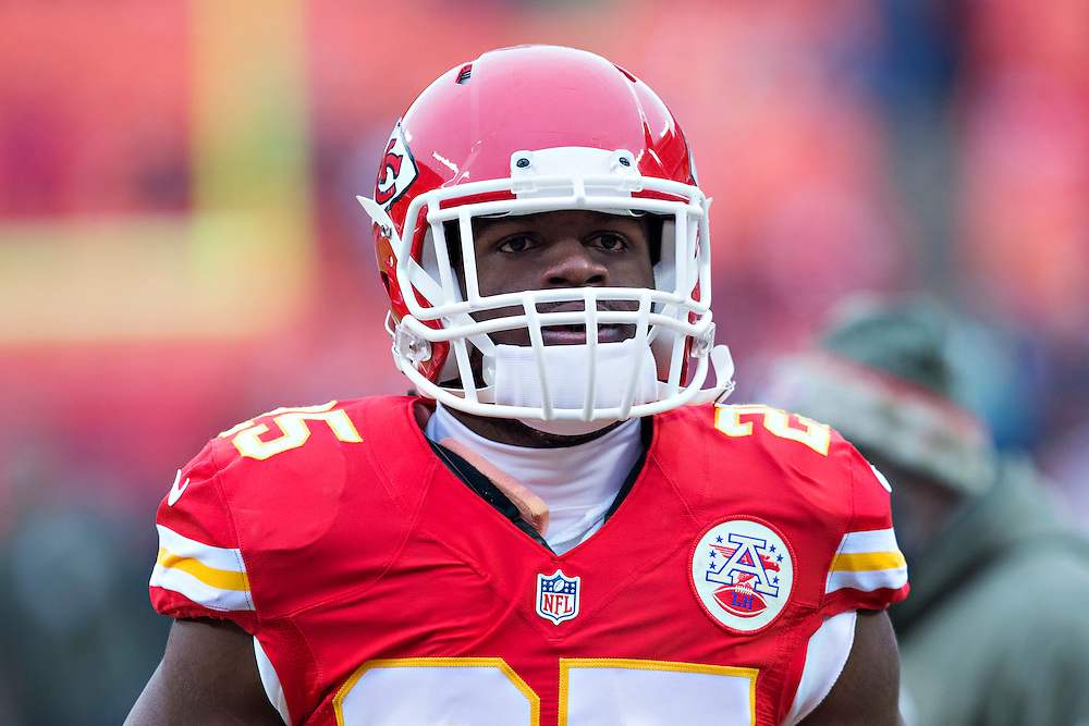 KANSAS CITY, MO - NOVEMBER 16:  Jamaal Charles #25 of the Kansas City Chiefs warming up before a game against the Seattle Seahawks at Arrowhead Stadium on November 16, 2014 in Kansas City, Missouri.  The Chiefs defeated the Seahawks 24-20.  (Photo by Wesley Hitt/Getty Images) *** Local Caption *** Jamaal Charles
