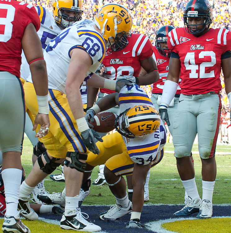 LSU Tigers running back Stevan Ridley (34) runs in for a touch down during the first half of the football game. LSU leads Mississippi Rebels 20-17 at half time.