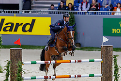 BICOCCHI Emilio (ITA), Flinton<br /> Genf - CHI Geneve Rolex Grand Slam 2019<br /> Prix des Vins de Genève<br /> Internationales Springen Fehler/Zeit<br /> International Jumping Competition 1m45<br /> Table A: Against the Clock<br /> 12. Dezember 2019<br /> © www.sportfotos-lafrentz.de/Stefan Lafrentz