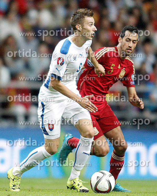 05.09.2015, Stadio Nuevo Carlos Tartiere, Oviedo, ESP, UEFA Euro 2016 Qualifikation, Spanien vs Slowakei, Gruppe C, im Bild Spain's Sergio Busquets (r) and Slovakia's Ondrej Duda // during the UEFA EURO 2016 qualifier Group C match between Spain and Slovakia at the Stadio Nuevo Carlos Tartiere in Oviedo, Spain on 2015/09/05. EXPA Pictures &copy; 2015, PhotoCredit: EXPA/ Alterphotos/ Acero<br /> <br /> *****ATTENTION - OUT of ESP, SUI*****