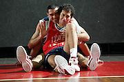 BORMIO LUGLIO 2004<br /> RITIRO PREOLIMPICO NAZIONALE ITALIANA BASKET NELLA FOTO MATTEO SORAGNA E RODOLFO ROMBALDONI<br /> FOTO CIAMILLO-CASTORIA