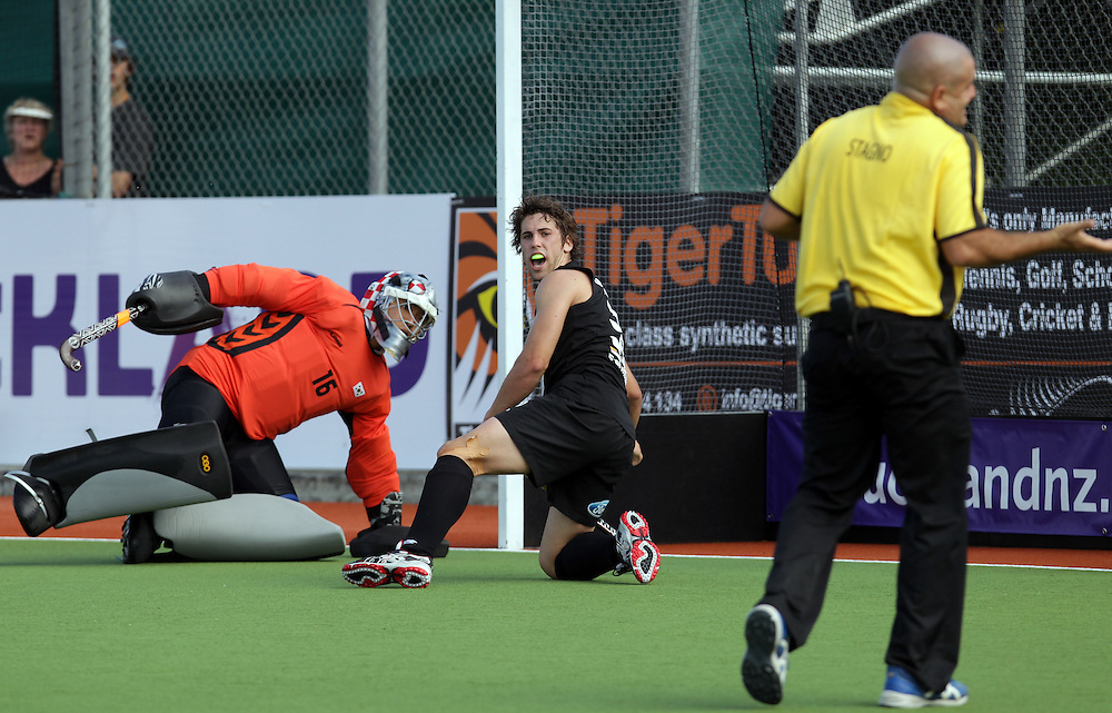 New Zealand's Nick Wilson looks at umpire Nathan Stagno decision whilst playing against Korea in a pool B match of the Hockey Champions Trophy, Auckland, New Zealand, Monday, December 05, 2011.  Credit:SNPA / David Rowland