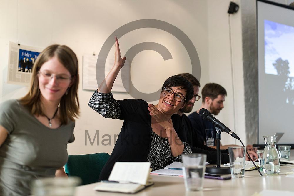 Mona Bricke (m) spricht w&auml;hrend der Pressekonferenz von Ende Gel&auml;nde am 11.05.2016 in Berlin, Deutschland. Kommendes Wochenende plant ein breites Aktionsb&uuml;ndnis Aktionen des zivilen Ungehorsams gegen den Braunkohleabbau in der Lausitz. Foto: Markus Heine / heineimaging<br /> <br /> ------------------------------<br /> <br /> Ver&ouml;ffentlichung nur mit Fotografennennung, sowie gegen Honorar und Belegexemplar.<br /> <br /> Bankverbindung:<br /> IBAN: DE65660908000004437497<br /> BIC CODE: GENODE61BBB<br /> Badische Beamten Bank Karlsruhe<br /> <br /> USt-IdNr: DE291853306<br /> <br /> Please note:<br /> All rights reserved! Don't publish without copyright!<br /> <br /> Stand: 05.2016<br /> <br /> ------------------------------w&auml;hrend der Pressekonferenz von Ende Gel&auml;nde am 11.05.2016 in Berlin, Deutschland. Kommendes Wochenende plant ein breites Aktionsb&uuml;ndnis Aktionen des zivilen Ungehorsams gegen den Braunkohleabbau in der Lausitz. Foto: Markus Heine / heineimaging<br /> <br /> ------------------------------<br /> <br /> Ver&ouml;ffentlichung nur mit Fotografennennung, sowie gegen Honorar und Belegexemplar.<br /> <br /> Bankverbindung:<br /> IBAN: DE65660908000004437497<br /> BIC CODE: GENODE61BBB<br /> Badische Beamten Bank Karlsruhe<br /> <br /> USt-IdNr: DE291853306<br /> <br /> Please note:<br /> All rights reserved! Don't publish without copyright!<br /> <br /> Stand: 05.2016<br /> <br /> ------------------------------
