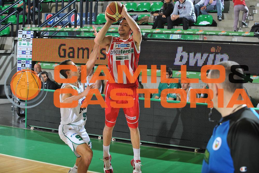 DESCRIZIONE : Treviso Lega A 2010-11 Benetton Treviso Banca Tercas Teramo<br /> GIOCATORE : Giorgio Boscagnin<br /> SQUADRA : Banca Tercas Teramo<br /> EVENTO : Campionato Lega A 2010-2011 <br /> GARA : Benetton Treviso Banca Tercas Teramo<br /> DATA : 20/11/2010<br /> CATEGORIA : Tiro<br /> SPORT : Pallacanestro <br /> AUTORE : Agenzia Ciamillo-Castoria/M.Gregolin<br /> Galleria : Lega Basket A 2010-2011 <br /> Fotonotizia : Treviso Lega A 2010-11 Benetton Treviso Banca Tercas Teramo<br /> Predefinita :