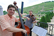 Schloss Wackerbarth, Musiker auf Balkon, Radebeul, Sachsen, Deutschland.|.Wackerbarth Castle, musicians on balcony, Radebeul, Saxony, Germany.