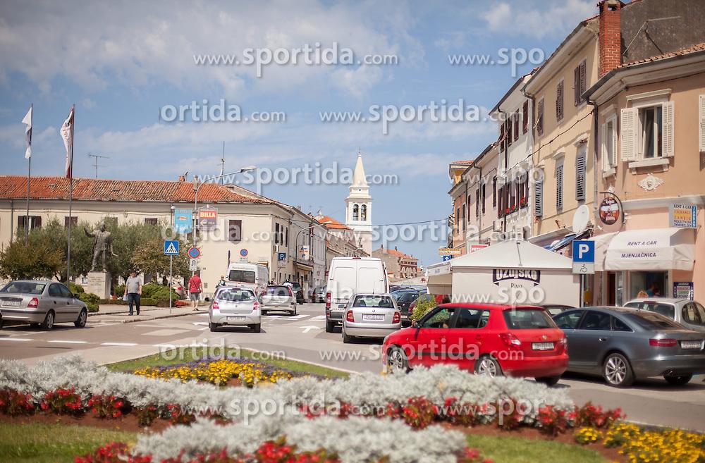 THEMENBILD - URLAUB IN KROATIEN, Urlauberverkehr nahe der Innenstadt, aufgenommen am 01.07.2014 in Porec, Kroatien // Leisure traffic near downtown in Porec, Croatia on 2014/07/01. EXPA Pictures © 2014, PhotoCredit: EXPA/ JFK