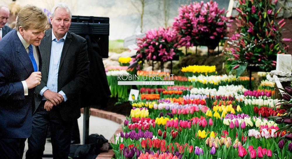 4-3-2015 - BREEZAND de Koning Willem Alexander  verricht woensdagmiddag 4 maart de opening van de 35e Lentetuin Breezand. Ruim veertig kwekers uit de kop van Noord-Holland tonen ieder jaar in deze bolbloemenshow een variëteit aan onder meer tulpen, narcissen, krokussen en hyacinten. Naast de bloemenshow is er een Voorjaarsbeurs Expo en Agri vakbeurs. COPYRIGHT ROBIN UTRECHT 4-3-2015 - BREEZAND King Willem Alexander conducted Wednesday 4 March, the opening of the 35th Spring Garden Breezand. Over forty growers from the head of North Holland show every year in this show a variety of bulbs include tulips, daffodils, crocuses and hyacinths. In addition to the flower show, there is a Spring Fair and Agri Expo trade show. COPYRIGHT ROBIN UTRECHT