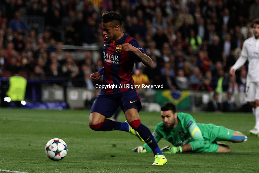 21.04.2015. Nou Camp, Barcelona, Spain. UEFA Champions League quarter-final, second leg. Barcelona versus Paris St Germain. Neymar controls the ball past the keeper  Sirigu to score his first goal
