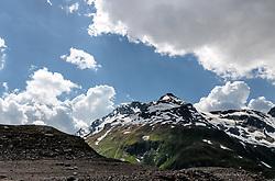 THEMENBILD - Blick auf die umliegenden Berge mit Wolkenstimmung, aufgenommen am 15. Juni 2017, Kaprun, Österreich // View of the surrounding mountains with cloudy mood on 2017/06/15, Kaprun, Austria. EXPA Pictures © 2017, PhotoCredit: EXPA/ Stefanie Oberhauser