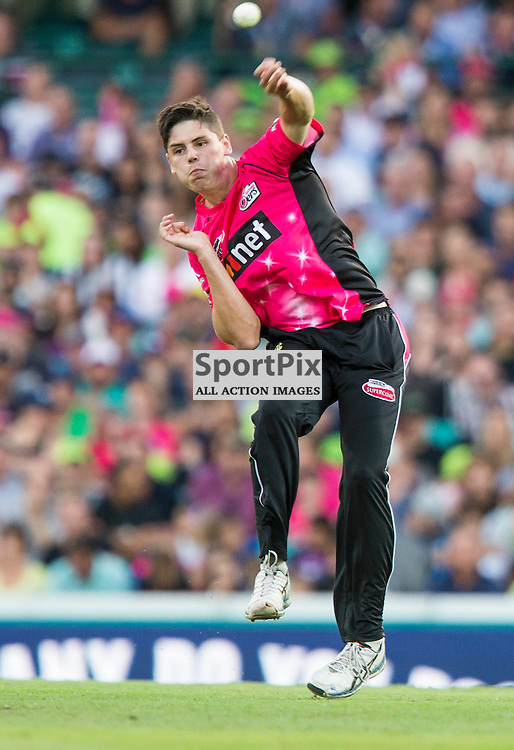 KFC Big Bash League T20 2015-16 , Sydney Sixers v Sydney Thunder, SCG; 16 January 2016<br /> Sydney Sixers Ben Dwarshuis throws the ball to try and run out Sydney Thunder Andre Russell