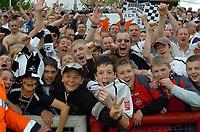 Photo: Kevin Poolman.<br /> Brentford v Swansea City. Coca Cola League 1, Play off Semi Final. 14/05/2006. Swansea fans celebrate their team's win.