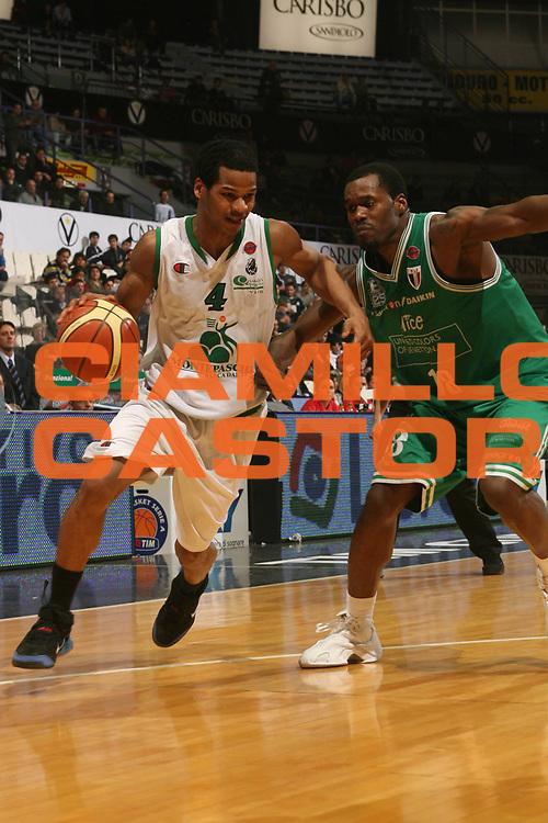 DESCRIZIONE : Bologna Coppa Italia 2006-07 Semifinale Montepaschi Siena Benetton Treviso<br /> GIOCATORE : Forte<br /> SQUADRA : Montepaschi Siena<br /> EVENTO : Campionato Lega A1 2006-2007 Tim Cup Final Eight Coppa Italia Semifinale <br /> GARA : Montepaschi Siena Benetton Treviso <br /> DATA : 10/02/2007 <br /> CATEGORIA : Penetrazione<br /> SPORT : Pallacanestro <br /> AUTORE : Agenzia Ciamillo-Castoria/M.Marchi