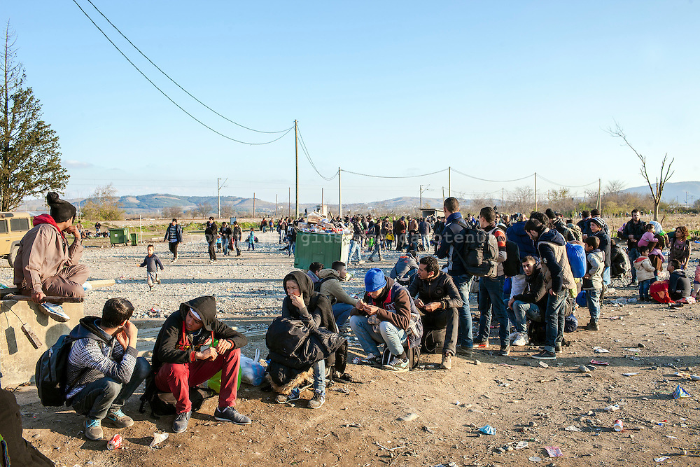 04 December 2015, Greece, Gevgelija - A long line of migrants waiting to enter the refugee camp after crossing the Greek-Macedonian border, near Gevgelija.