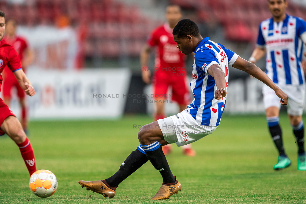 12-05-2018 NED: FC Utrecht - Heerenveen, Utrecht<br /> FC Utrecht win second match play off with 2-1 against Heerenveen and goes to the final play off / Denzel Dumfries #2 of SC Heerenveen