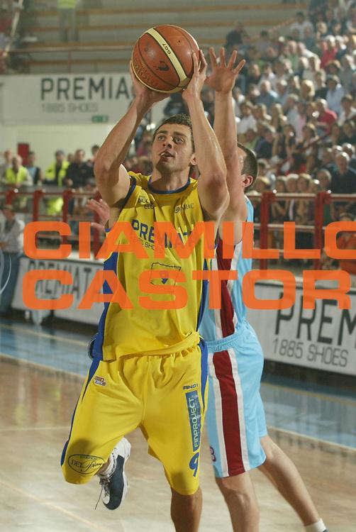 DESCRIZIONE : Porto San Giorgio Lega A2 2005-06 Play Off Finale Gara 4 Premiata Montegranaro Noi Sport Monte Terminillo Rieti <br />GIOCATORE : Maresca<br />SQUADRA : Premiata Montegranaro <br />EVENTO : Campionato Lega A2 2005-2006 Play Off Finale Gara 4 <br />GARA : Premiata Montegranaro Noi Sport Monte Terminillo Rieti <br />DATA : 04/06/2006 <br />CATEGORIA : Tiro<br />SPORT : Pallacanestro <br />AUTORE : Agenzia Ciamillo-Castoria/M.Marchi <br />Galleria : Lega Basket A2 2005-2006 <br />Fotonotizia : Porto San Giorgio Campionato Italiano Lega A2 2005-2006 Play Off Finale Gara 4 Premiata Montegranaro Noi Sport Monte Terminillo Rieti <br />Predefinita :