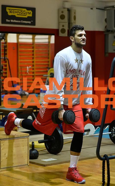 DESCRIZIONE : Milano EA7 Emporio Armani Olimpia Milano Allenamento<br /> GIOCATORE : Alessandro Gentile<br /> CATEGORIA : allenamento<br /> SQUADRA : EA7 Emporio Armani Olimpia Milano <br /> EVENTO : EA7 Emporio Armani Olimpia Milano Allenamento<br /> GARA : EA7 Emporio Armani Olimpia Milano Allenamento<br /> DATA : 03/12/2015 <br /> SPORT : Pallacanestro <br /> AUTORE : Agenzia Ciamillo-Castoria/A.Scaroni<br /> Galleria : EA7 Emporio Armani Olimpia Milano<br /> Fotonotizia : EA7 Emporio Armani Olimpia Milano Allenamento<br /> Predefinita :