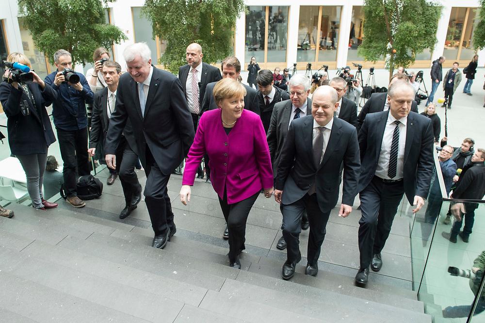 12 MAR 2018, BERLIN/GERMANY:<br /> Horst Seehofer (L), CSU, desig. Bundesinnenminister, Angela Merkel (M), CDU, Bundeskanzlerin, und Olaf Scholz (R), SPD, desig. Bundesfinanzminister, auf dem Weg zu  einer Pressekonferenz zum Koalitionsvertrag der CDU/CSU und SPD, Bundespressekonferenz<br /> IMAGE: 20180312-01-002<br /> KEYWORDS: treppe