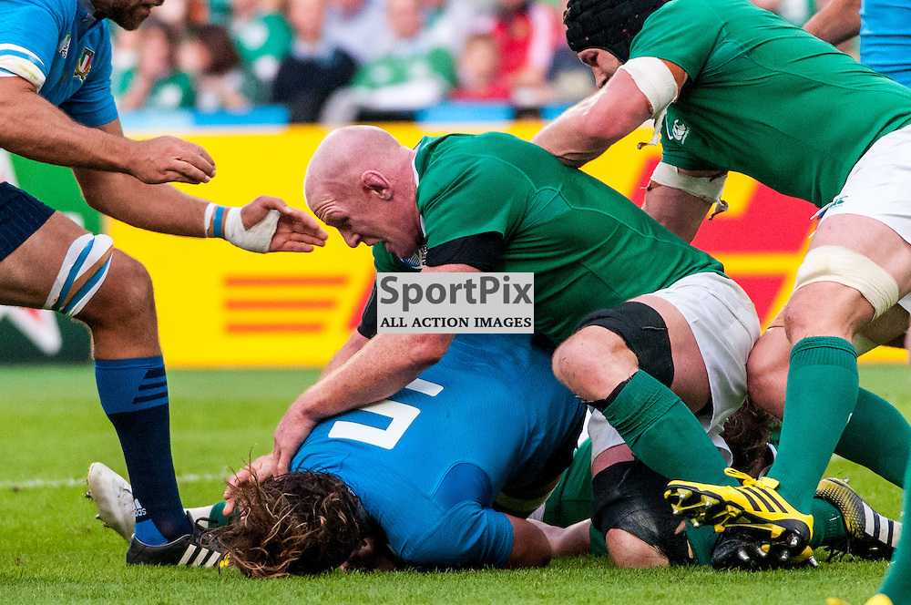 Paul O'Connell captain of Ireland goes digging for the ball. Action from the Ireland v Italy pool game at the 2015 Rugby World Cup at Queen Elizabeth Stadium in London, 4 October 2015. (c) Paul J Roberts / Sportpix.org.uk