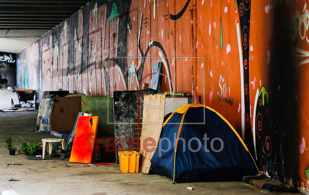 Moradores de rua montaram pequenos barracos no complexo viário Av. Paulista-Dr. Arnaldo-Rebouças, popularmente conhecido como Túnel da Paulistana na zona Oestes de São Paulo na tarde desta sexta feira 06 Foto Marcelo D. Sants/FramePhoto.