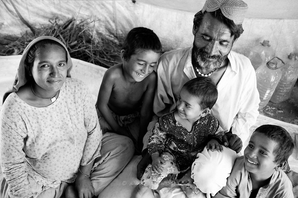 Hamida, her husband and 3 children pose for a family portrait. Karachi, Pakistan, 2010