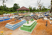Recent graves. Bangka Island (Indonesia) is devastated by illegal tin mines. The demand for tin has increased due to its use in smart phones and tablets.  Illegal tin mining causes environmental damage, injuries and regular casualties among miners.<br />  <br /> Tombes récentes. L'île de Bangka (Indonésie) est dévastée par des mines d'étain sauvages. la demande de l'étain a explosé à cause de son utilisation dans les smartphones et tablettes.Les Mines illégales son la cause des dommages écologiques, des blessés graves et décès (100 - 150 tous les ans) chez les mineurs.