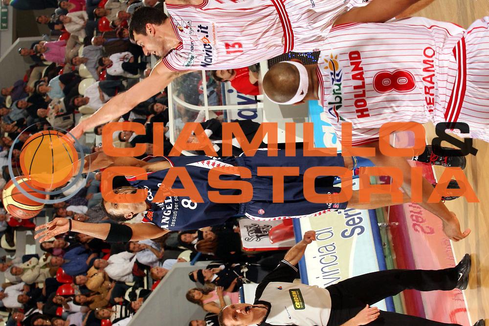 DESCRIZIONE : Teramo Lega A1 2005-06 Navigo.it Teramo Angelico Biella<br />GIOCATORE : Williams<br />SQUADRA : Angelico Biella<br />EVENTO : Campionato Lega A1 2005-2006 <br />GARA : Navigo.it Teramo Angelico Biella<br />DATA : 23/04/2006 <br />CATEGORIA : Tiro<br />SPORT : Pallacanestro <br />AUTORE : Agenzia Ciamillo-Castoria/G.Ciamillo<br />Galleria : Lega Basket A1 2005-2006 <br />Fotonotizia : Teramo Campionato Italiano Lega A1 2005-2006 Navigo.it Teramo Angelico Biella<br />Predefinita :