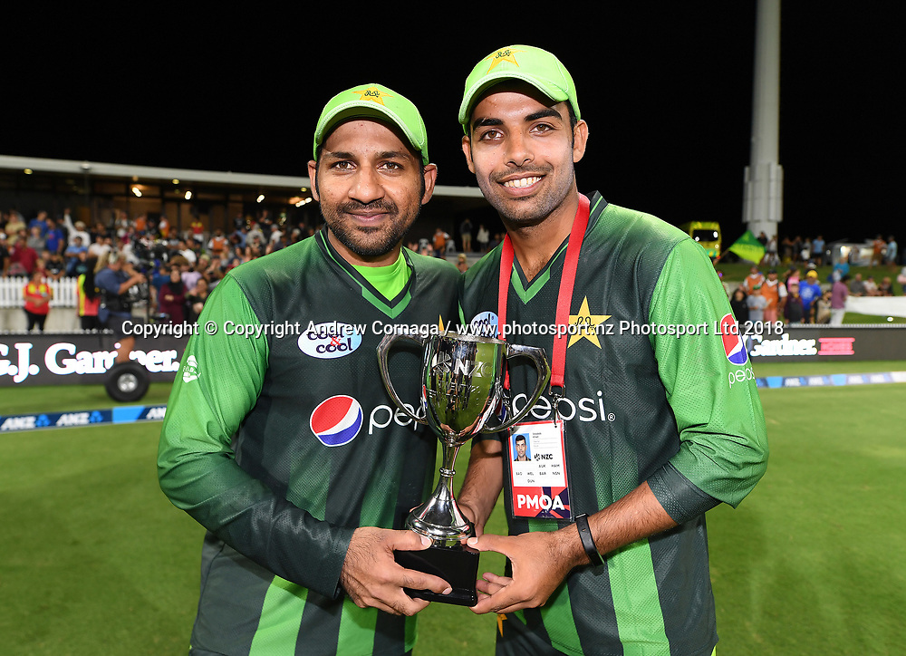 Pakistan captain Sarfraz Ahmed with Shadab Khan. Pakistan tour of New Zealand. T20 Series. 3rd Twenty20 international cricket match, Bay Oval, Mt Maunganui, New Zealand. Sunday 28 January 2018. © Copyright Photo: Andrew Cornaga / www.Photosport.nz