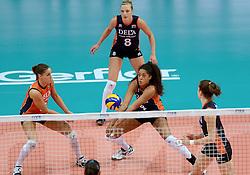 01-10-2014 ITA: World Championship Volleyball Servie - Nederland, Verona<br /> Nederland verliest met 3-0 van Servie en is kansloos voor plaatsing final 6 / Myrthe Schoot, Celeste Plak