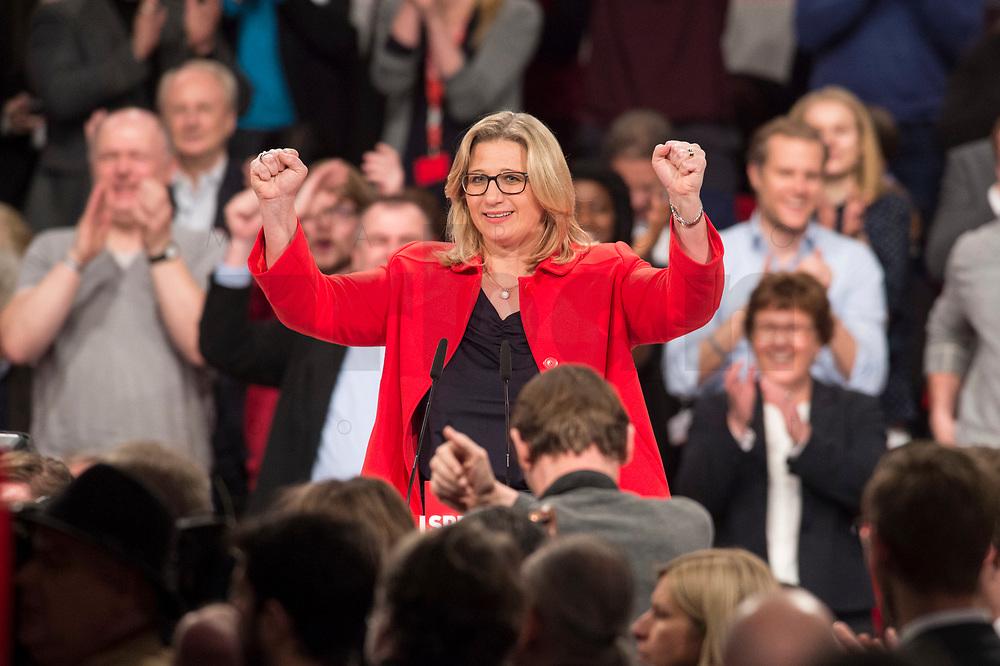 19 MAR 2017, BERLIN/GERMANY:<br /> Anke Rehlinger, Spintzenkandidtain SPD Saarland, verkuendet das Wahlergebnis der Wahl von Martin Schulz zum SPD Parteivorsitzenden, a.o. Bundesparteitag, Arena Berlin<br /> IMAGE: 20170319-01-073<br /> KEYWORDS: party congress, social democratic party