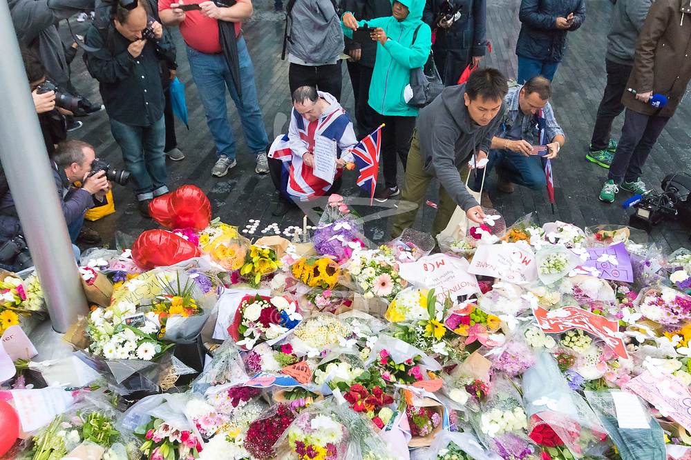 City Hall, London, June 5th 2017.  Members of the public lay flowers following a vigil at City Hall in London, held in remembrance of those killed during the June 3rd terror attack at London Bridge and Borough Market.
