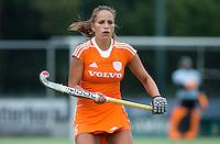 EINDHOVEN - Juliette van Hattum, zaterdag bij de oefenwedstrijd tussen het Nederlands team van Jong Oranje Dames en dat van de Vernigde Staten. Volgende week gaat het WK-21 in Duitsland van start. FOTO KOEN SUYK