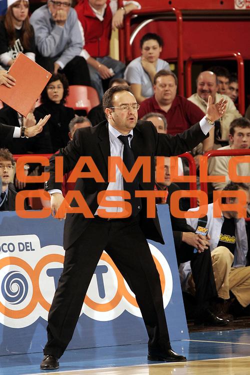 DESCRIZIONE : FORLI FINAL 8 COPPA ITALIA LEGA A1 2005 SEMIFINALE<br />GIOCATORE : SACRIPANTI<br />SQUADRA : VERTICAL VISION CANTU<br />EVENTO :  FINAL 8 COPPA ITALIA LEGA A1 2005 SEMIFINALE<br />GARA : BENETTON TREVISO-VERTICAL VISION CANTU<br />DATA : 19/02/2005 <br />CATEGORIA : <br />SPORT : Pallacanestro <br />AUTORE : Agenzia Ciamillo-Castoria/P.Lazzeroni