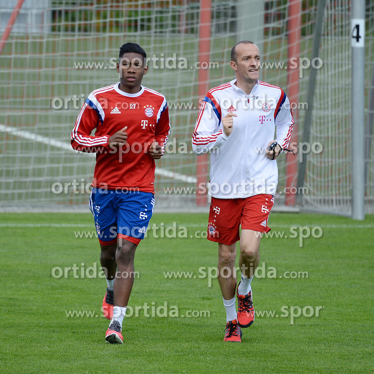 07.05.2015, Saebener Strasse, Muenchen, GER, 1. FBL, FC Bayern Muenchen, Training, im Bild vl. David Alaba ( FC Bayern Muenchen ) mit Thomas Wilhelmi (Rehatrainer) // during a Trainingssession of German Bundesliga Club FC Bayern Munich at the Saebener Strasse in Muenchen, Germany on 2015/05/07. EXPA Pictures &copy; 2015, PhotoCredit: EXPA/ Eibner-Pressefoto/ Vallejos<br /> <br /> *****ATTENTION - OUT of GER*****