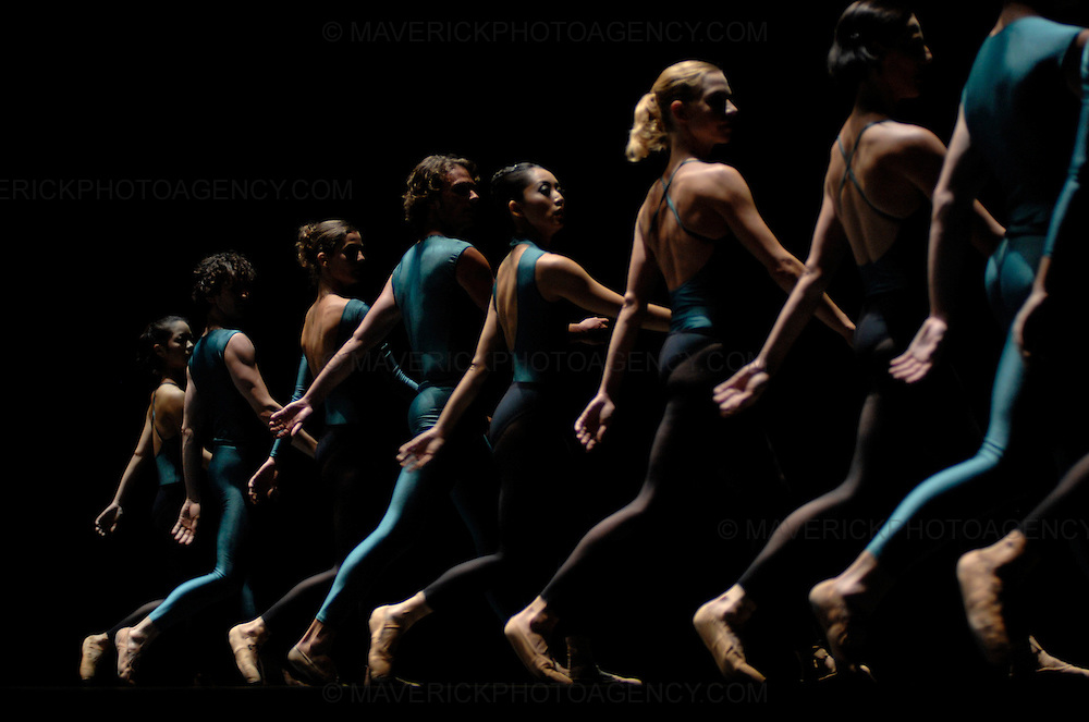 William Forsythe's Impressing the Czar is a virtuosic masterwork.  Forsythe, one of the worlds foremost contempory choreographers is celebrated for re-orientating classical ballet into a dynamic 21st century art form.  The ballet will run from the 18th - 20th August as part of Edinburgh's International Festival.....