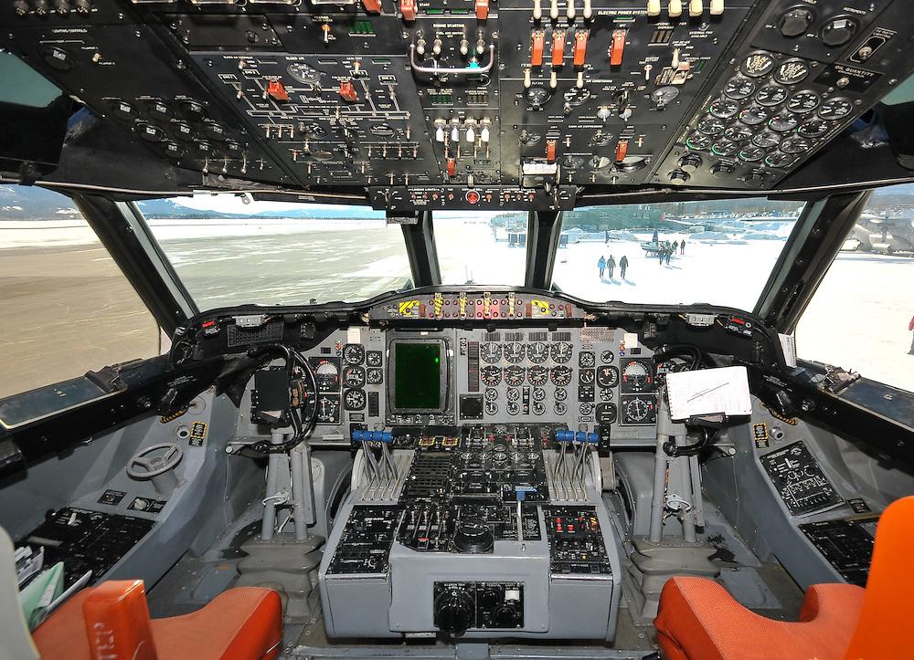 Lockheed CP-140 Aurora cockpit