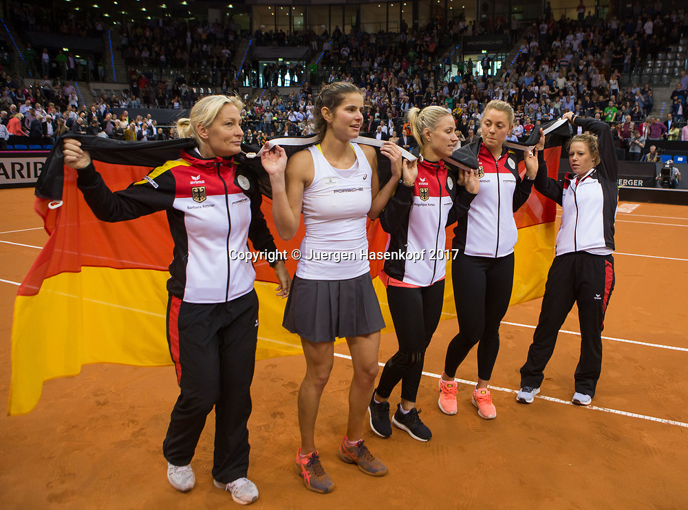 GER-UKR, Deutschland - Ukraine, <br /> Porsche Arena, Stuttgart, internationales ITF  Damen Tennis Turnier, Mannschafts Wettbewerb,<br /> die siegreiche deutsche Mannschaft L-R. Team Chefin Barbara Rittner,JULIA GOERGES,ANGELIQUE KERBER,CARINA WITTHOEFT und LAURA SIEGEMUND