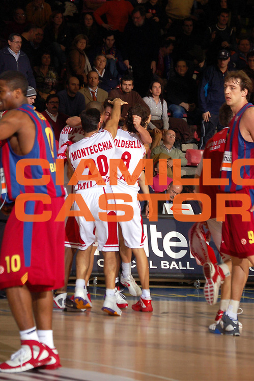 DESCRIZIONE : Barcellona Eurolega 2005-06 F.C. Winterthur Barcellona Armani Jeans Milano <br /> GIOCATORE : Team Milano <br /> SQUADRA : Armani Jeans Olimpia Milano <br /> EVENTO : Eurolega 2005-2006 <br /> GARA : F.C. Winterthur Barcellona Armani Jeans Milano <br /> DATA : 02/02/2006 <br /> CATEGORIA : Esultanza <br /> SPORT : Pallacanestro <br /> AUTORE : Agenzia Ciamillo-Castoria <br /> Galleria : Eurolega 2005-2006 <br /> Fotonotizia : Barcellona Eurolega 2005-2006 F.C. Winterthur Barcellona <br /> Predefinita : si