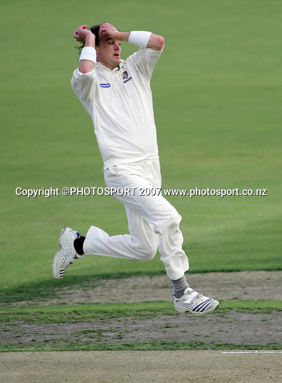 Northern District's Graeme Aldridge bowls a delivery during the State Championship Cricket Final between Northern Districts and Canterbury at Seddon Park, Hamilton, New Zealand on Thursday 22 March 2007. Photo: Hagen Hopkins/PHOTOSPORT<br /><br /><br /><br />220307