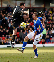 Photo: Richard Lane/Sportsbeat Images.<br />Watford v Cardiff City. Coca Cola Championship. 26/12/2007. <br />Cardiff's Paul Parry takes the ball past  Waford's Richard Lee but is offside.