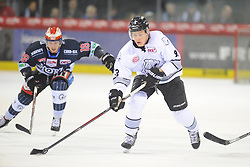21.01.2018, Helios Arena, Schwenningen, GER, DEL, Schwenninger Wild Wings vs Thomas Sabo Ice Tigers, 44. Runde, im Bild (v.l.n.r.) Anthony Rech (Schwenninger Wild Wings) Leonhard Pfoederl (Thomas Sabo Ice Tigers) // during the German DEL Icehockey League 44th round match between Schwenninger Wild Wings and Thomas Sabo Ice Tigers at the Helios Arena in Schwenningen, Germany on 2018/01/21. EXPA Pictures © 2018, PhotoCredit: EXPA/ Eibner-Pressefoto/ Sven Laegler<br /> <br /> *****ATTENTION - OUT of GER*****