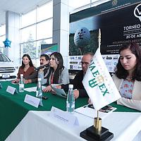 Toluca, México.- (Marzo 10, 2018).- Elizabeth Díaz Juárez, directora ejecutiva de la Fundación UAEMex en conferencia de prensa informo que con la finalidad de obtener recursos para apoyar a estudiantes con becas de desempeño académico, titulaciones y becas económicas, se realizará el Sexto Torneo de Golf organizado por la Fundación UAEMex, el cual se llevará a cabo el próximo 20 de abril, en el Club de Golf San Carlos en Metepec. Agencia MVT / Crisanta Espinosa.
