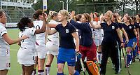 UTRECHT - Shake hands   tijdens de finale Veteranen hoofdklasse A dames tussen Kampong en Amsterdam. Kampong wint na shoot out. COPYRIGHT KOEN SUYK