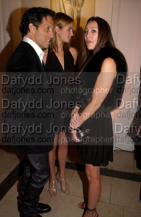 Amanda Cole with her father Kenneth Cole and Tamara Mellon. Mario Testino, Bianca Jagger and Kenneth Cole celebrate Women to Women: Positively Speaking. - A publication to raise awareness of women living with Aids. The Orangery, Kensington Palace. 2 December 2004. ONE TIME USE ONLY - DO NOT ARCHIVE  © Copyright Photograph by Dafydd Jones 66 Stockwell Park Rd. London SW9 0DA Tel 020 7733 0108 www.dafjones.com