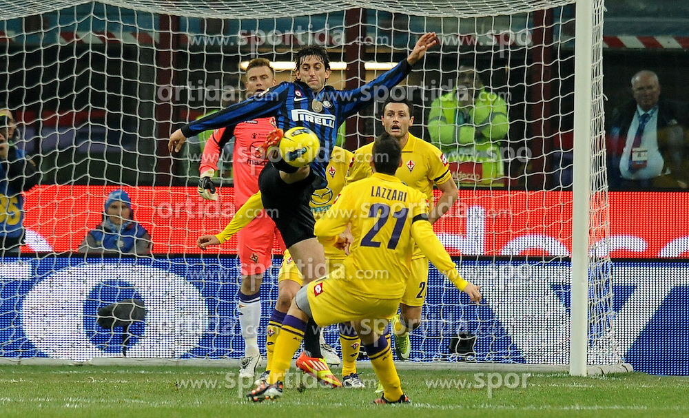10.12.2011, Stadion Giuseppe Meazza, Mailand, ITA, Serie A, Inter Mailand vs AC Florenz, 15. Spieltag, im Bild Diego MILITO (Inter the football match of Italian 'Serie A' league, 15th round, between Inter Mailand and AC Florenz at Stadium Giuseppe Meazza, Milan, Italy on 2011/12/10. EXPA Pictures © 2011, PhotoCredit: EXPA/ Insidefoto/ Alessandro Sabattini..***** ATTENTION - for AUT, SLO, CRO, SRB, SUI and SWE only *****