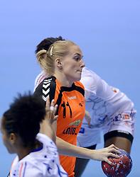 10-12-2013 HANDBAL: WERELD KAMPIOENSCHAP NEDERLAND - FRANKRIJK: BELGRADO <br /> 21st Women s Handball World Championship Belgrade, Nederland verliest met 23-19 van Frankrijk / Lynn Knippenborg<br /> ©2013-WWW.FOTOHOOGENDOORN.NL