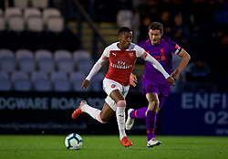 LONDON, ENGLAND - Friday, August 17, 2018: Arsenal's Joe Willock (left) and Liverpool's captain Matty Virtue during the Under-23 FA Premier League 2 Division 1 match between Arsenal FC and Liverpool FC at Meadow Park. (Pic by David Rawcliffe/Propaganda)