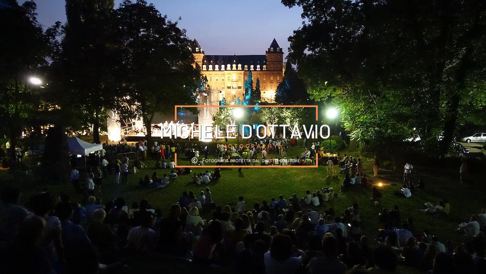 Torino Castello del Valentino , situato nell'omonimo Parco del Valentino sulle rive del fiume Po. Oggi è sede distaccata del Politecnico di Torino, ed ospita la Facoltà di Architettura.