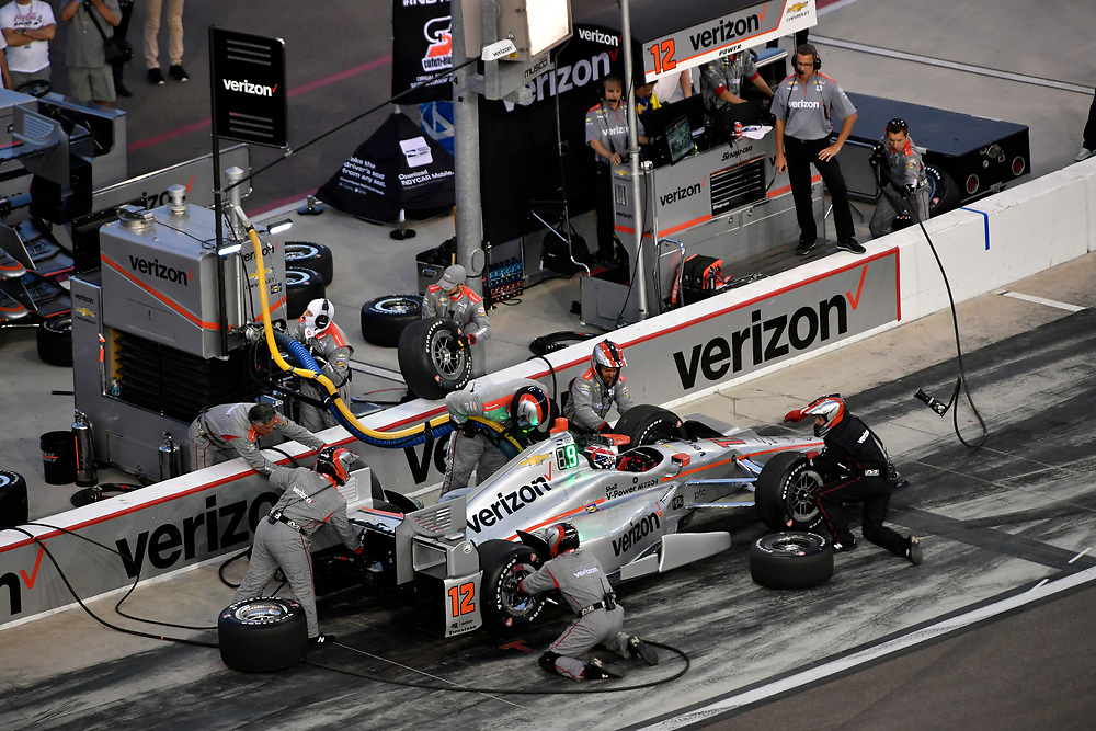 Verizon IndyCar Series<br /> Desert Diamond West Valley Phoenix Grand Prix<br /> Phoenix Raceway, Avondale, AZ USA<br /> Saturday 29 April 2017<br /> Will Power, Team Penske Chevrolet pit stop<br /> World Copyright: Scott R LePage<br /> LAT Images<br /> ref: Digital Image lepage-170429-phx-3629