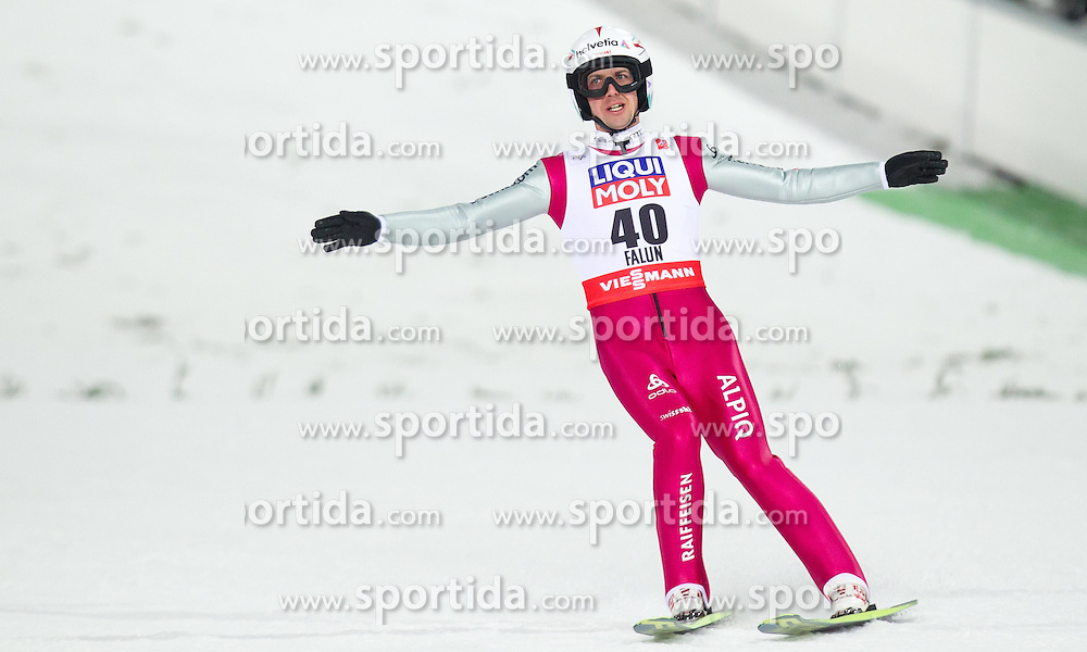 26.02.2015, Lugnet Ski Stadium, Falun, SWE, FIS Weltmeisterschaften Ski Nordisch, Skisprung, Herren, Finale, im Bild Simon Ammann (SUI) // Simon Ammann of Switzerland during the Mens Skijumping Final of the FIS Nordic Ski World Championships 2015 at the Lugnet Ski Stadium, Falun, Sweden on 2015/02/26. EXPA Pictures © 2015, PhotoCredit: EXPA/ JFK
